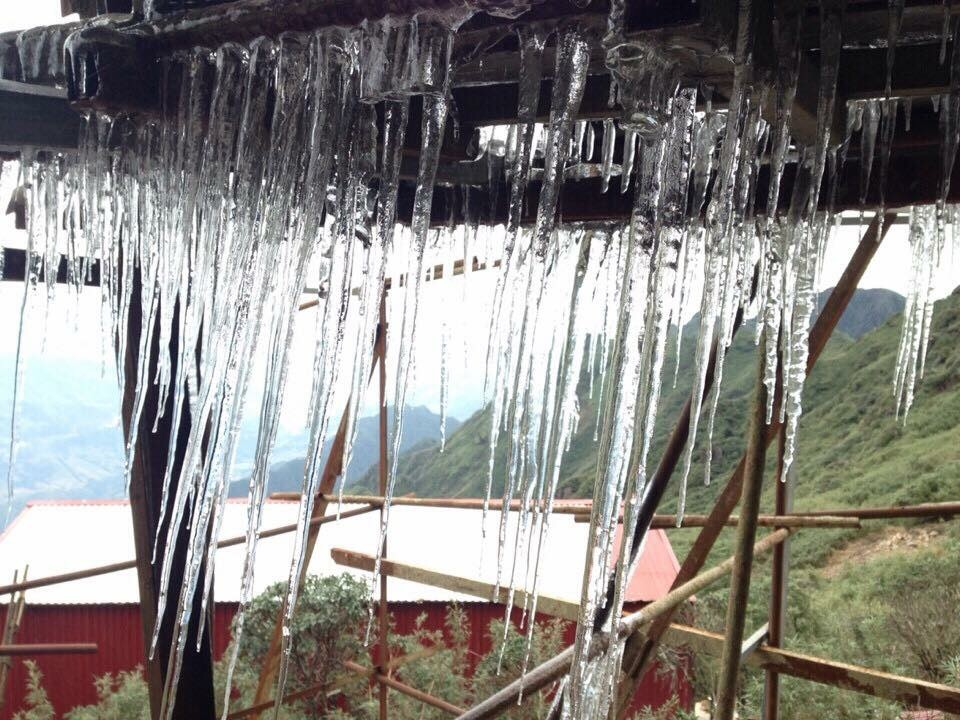 Đỉnh Phan Xi Păng xuất hiện băng giá - 2