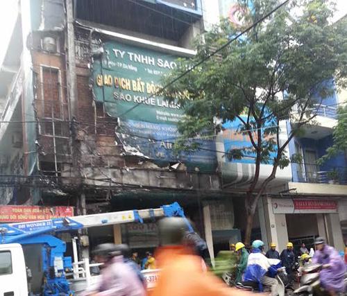 Đà Nẵng: Cháy nổ vang trời giữa mưa lớn - 1