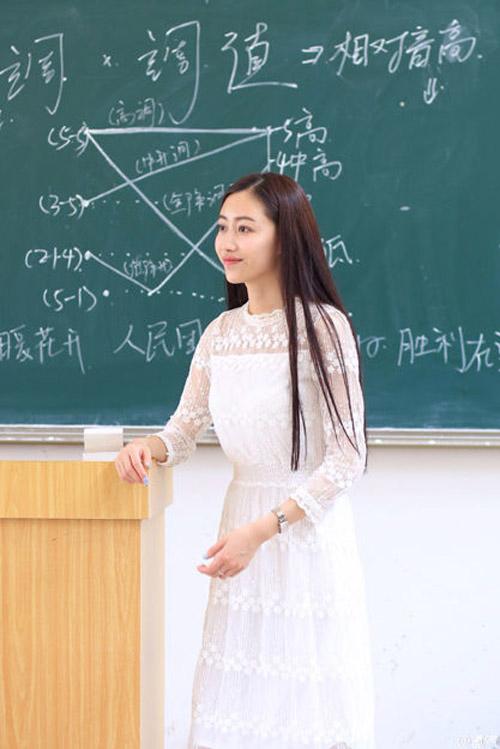 """Cô giáo gợi cảm nhất Trung Quốc khoe """"hông quả táo"""" - 11"""
