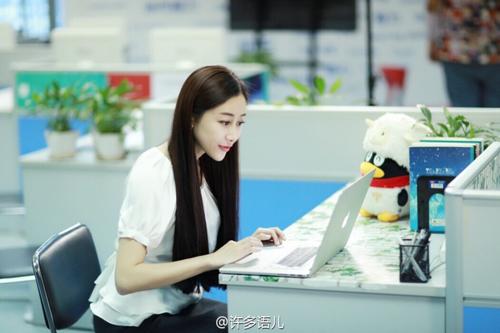 """Cô giáo gợi cảm nhất Trung Quốc khoe """"hông quả táo"""" - 10"""