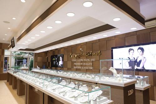 Khám phá vương miện 2,2 tỷ đồng của HH Phạm Thị Hương - 8
