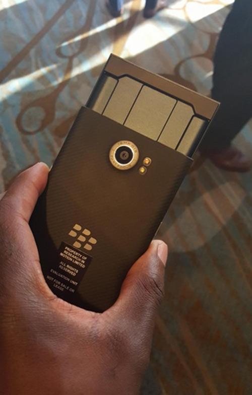 Trên tay BlackBerry Priv bị rò rỉ - 2