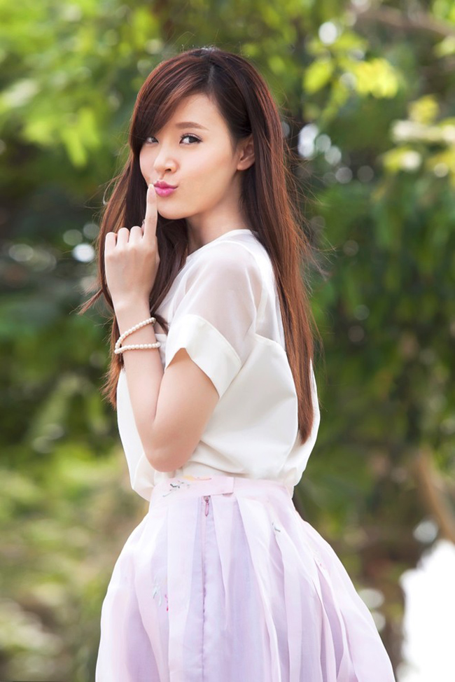 Cuối năm 2014, Midu tên thật là Đặng Thị Mỹ Dung đã đính hôn với đại Sài Thành sở hữu dàn siêu xe trăm tỷ - Phan Thành