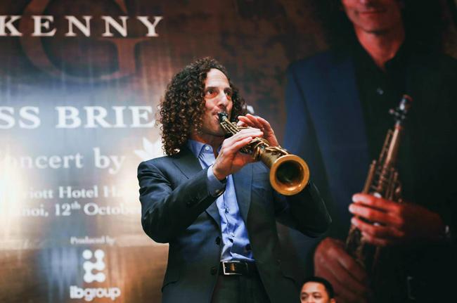 Clip Kenny G ngẫu hứng saxophone trước đêm diễn tại HN - 1