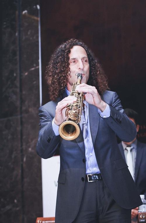 Kenny G tiết lộ lý do luôn mang kèn saxophone bên mình - 3