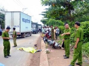 Tin tức trong ngày - TP.HCM: Truy tìm ô tô cán hai mẹ con thương vong