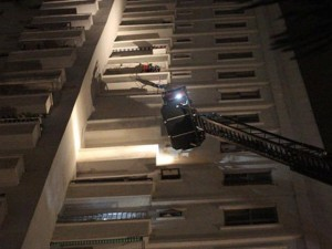 Clip: Cách sống sót khi hỏa hoạn ở chung cư cao tầng