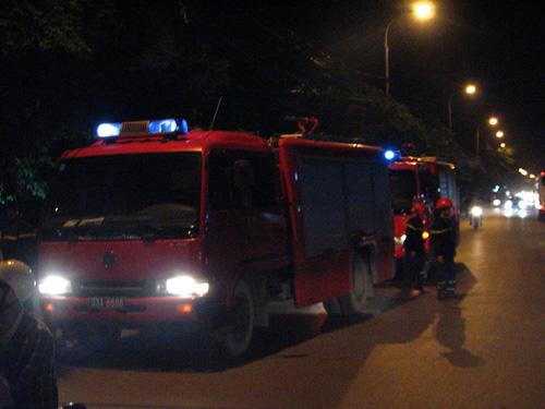 Chung cư Xa La báo cháy giả, dân hốt hoảng tháo chạy - 2