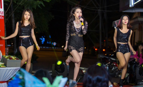 Bất ngờ với vẻ sexy của Quỳnh Nga ngày đi hát trở lại - 9