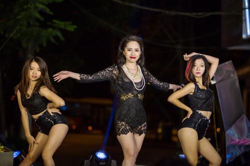 Bất ngờ với vẻ sexy của Quỳnh Nga ngày đi hát trở lại - 10