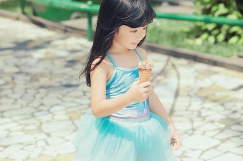 Con gái xinh như thiên thần của hoa hậu Ngọc Diễm - 11