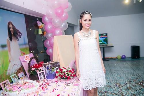 Cẩm Lynh liên tục bị fan làm khó trong ngày sinh nhật - 1