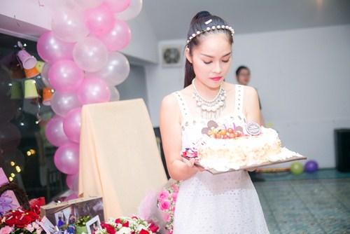 Cẩm Lynh liên tục bị fan làm khó trong ngày sinh nhật - 2