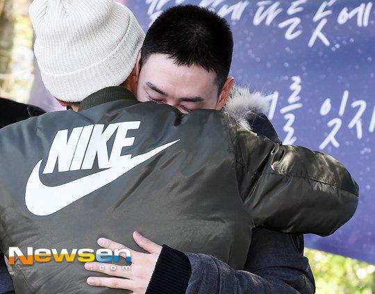 Chàng trai dí dỏm nhất nhóm Super Junior nhập ngũ - 6