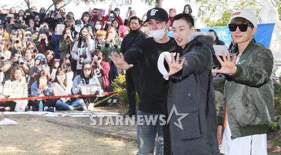 Chàng trai dí dỏm nhất nhóm Super Junior nhập ngũ - 3