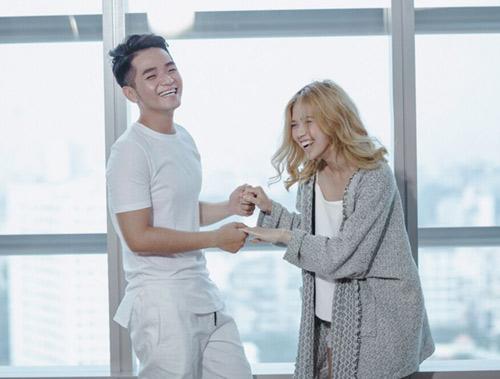 Phạm Hồng Phước thân mật cùng bạn diễn nữ trong MV - 6