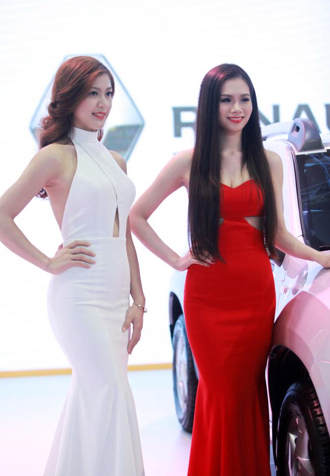 Tân Hoa khôi HN làm PG tại triển lãm ô tô - 5