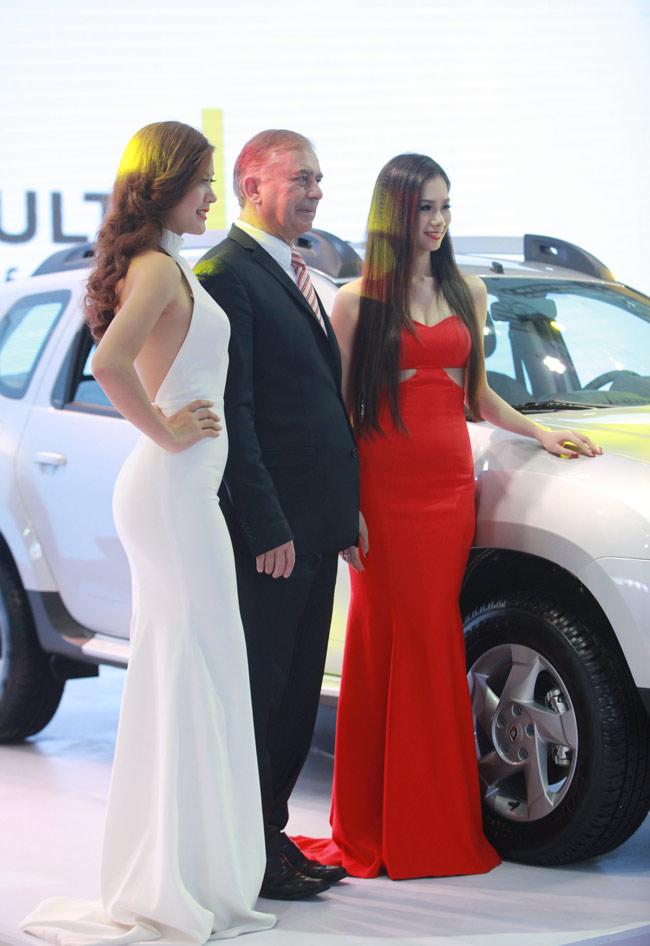 Tân Hoa khôi HN làm PG tại triển lãm ô tô - 6