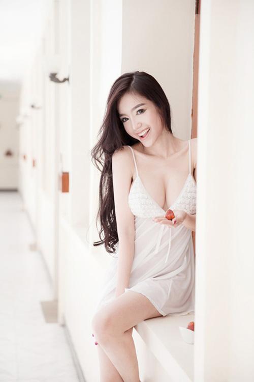 7 mỹ nhân có vòng 1 đẹp nhất Việt Nam dù không mặc nội y - 1