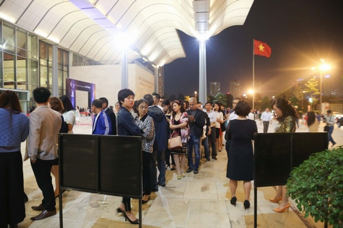 Fan Hà Nội xếp hàng dài cả cây số để xem Kenny G - 8