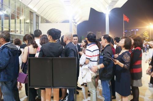 Fan Hà Nội xếp hàng dài cả cây số để xem Kenny G - 7