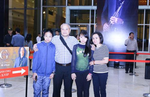 Fan Hà Nội xếp hàng dài cả cây số để xem Kenny G - 11