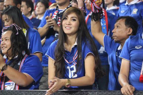 """Hot girl Thái Lan cổ vũ """"nóng bỏng"""" gây sốt Mỹ Đình - 14"""