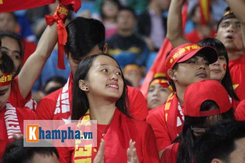 Fan nữ xinh Việt Nam & Thái Lan cùng tụ hội ở Mỹ Đình - 2