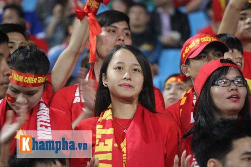 Fan nữ xinh Việt Nam & Thái Lan cùng tụ hội ở Mỹ Đình - 3