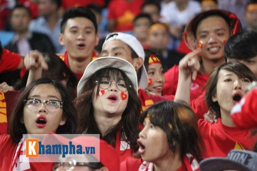 Fan nữ xinh Việt Nam & Thái Lan cùng tụ hội ở Mỹ Đình - 4