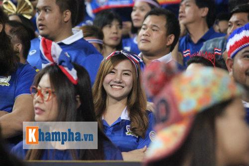 Fan nữ xinh Việt Nam & Thái Lan cùng tụ hội ở Mỹ Đình - 5