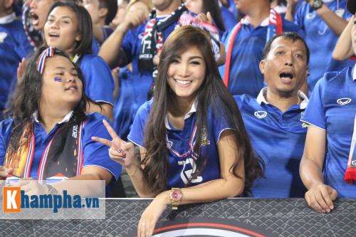 Fan nữ xinh Việt Nam & Thái Lan cùng tụ hội ở Mỹ Đình - 8