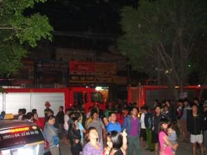 Tin tức trong ngày - Chung cư Xa La báo cháy giả, dân hốt hoảng tháo chạy