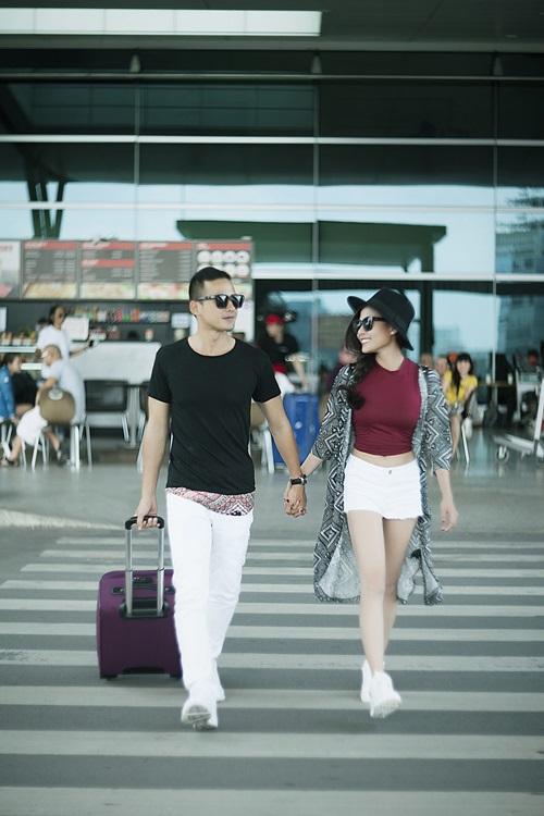Vợ chồng Lương Thế Thành tình tứ ở sân bay - 1