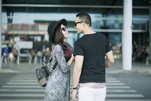 Vợ chồng Lương Thế Thành tình tứ ở sân bay - 2