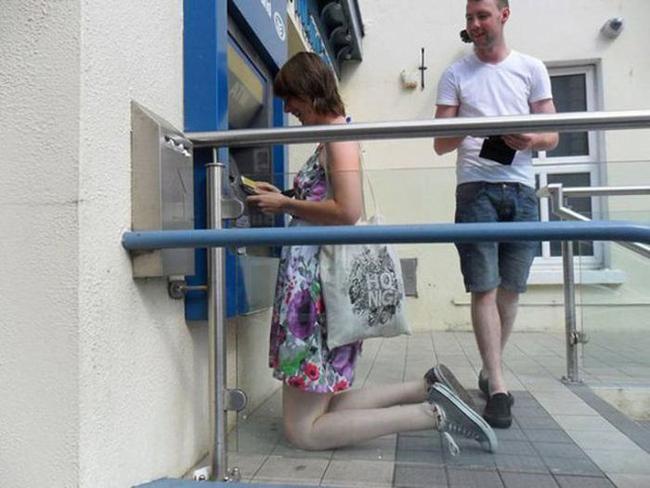 Trạm ATM không dành cho người cao.