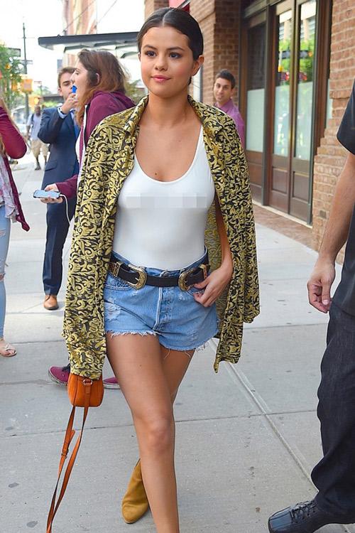 Selena Gomez táo bạo ủng hộ ngày Quốc tế không áo lót - 6