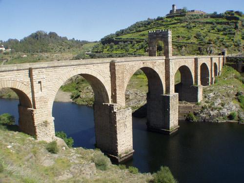 Khám phá điểm chung kỳ lạ của những cây cầu ấn tượng trên thế giới - 6
