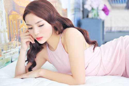 Trọn bộ ảnh diện váy ngủ quyến rũ của Kỳ Duyên - 5