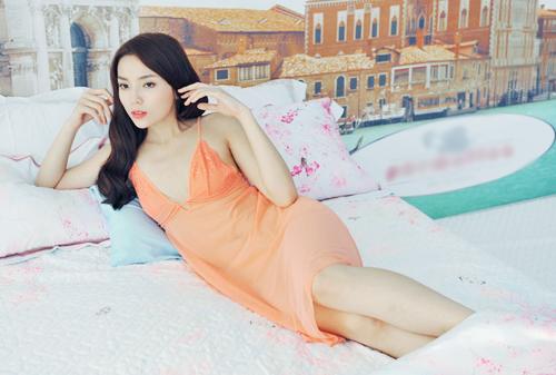 Trọn bộ ảnh diện váy ngủ quyến rũ của Kỳ Duyên - 6