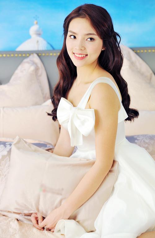 Trọn bộ ảnh diện váy ngủ quyến rũ của Kỳ Duyên - 10