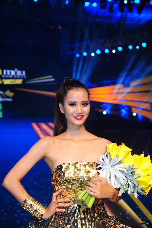 Thanh Hằng rạng rỡ trong hậu trường chung kết Next Top - 8