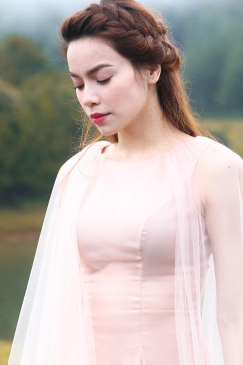 Hà Hồ đẹp u sầu trong MV tặng những con tim tan vỡ - 2
