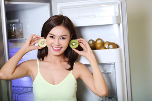 Ninh Dương Lan Ngọc trổ tài vào bếp bằng kiwi - 1