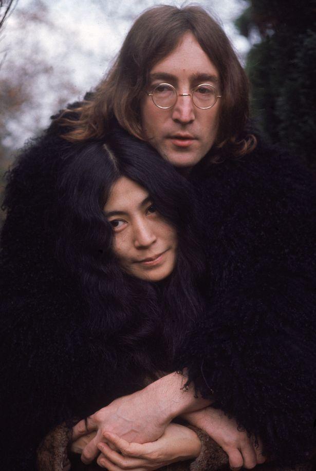 """Vợ John Lennon tiết lộ chồng muốn """"thân mật"""" với đàn ông - 1"""