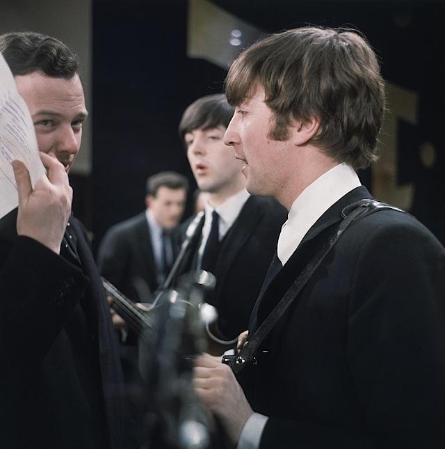 """Vợ John Lennon tiết lộ chồng muốn """"thân mật"""" với đàn ông - 3"""