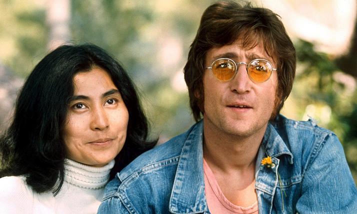 """Vợ John Lennon tiết lộ chồng muốn """"thân mật"""" với đàn ông - 4"""