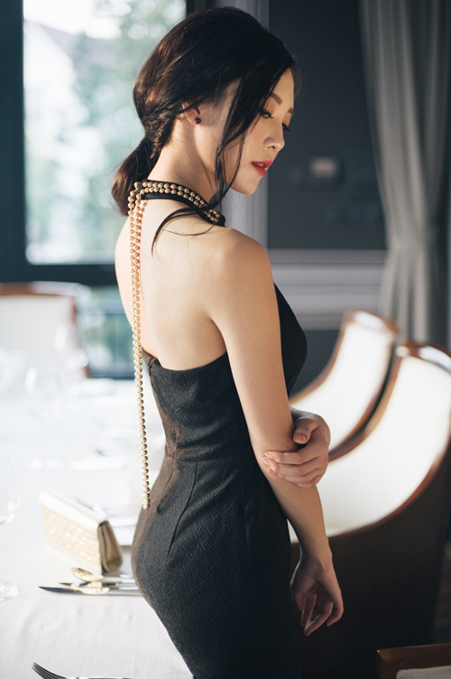 """""""Người yêu"""" Sơn Tùng MTP khoe vai trần quyến rũ - 1"""