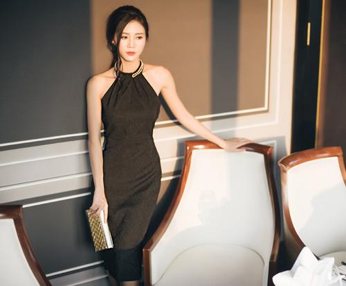 """""""Người yêu"""" Sơn Tùng MTP khoe vai trần quyến rũ - 6"""