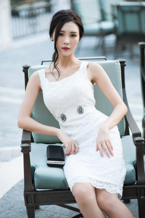 """""""Người yêu"""" Sơn Tùng MTP khoe vai trần quyến rũ - 7"""